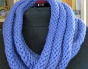 Easy infinity scarf knitting pattern.