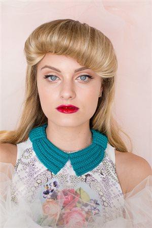 Bette Bow Collar