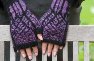 Learn how to knit mittens in this FREE eBook that contains patterns for knitting gifts.