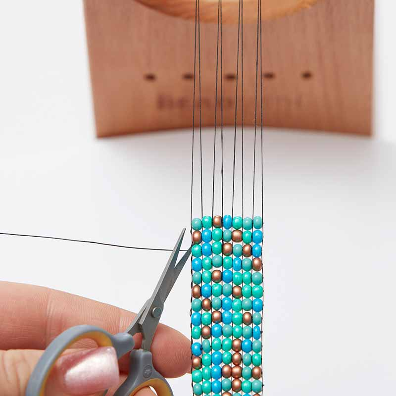 How to Use a Bead Loom: 10 Tips for Beading on a Loom | Interweave