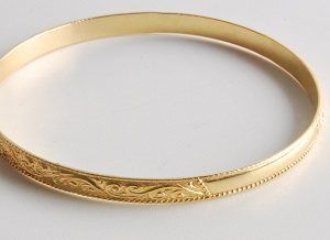 Learn how to make easy jewelry patterns with patterned wire stripes, such as rings and bracelets.