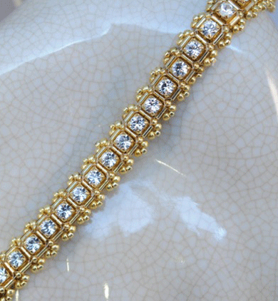 If you like beadweaving, then you'll LOVE the diamond weave technique that results in a bead woven fabric that resembles diagonal right-angle weave.