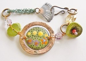 Make this enameled bracelet by Barbara Lewis with this free tutorial.