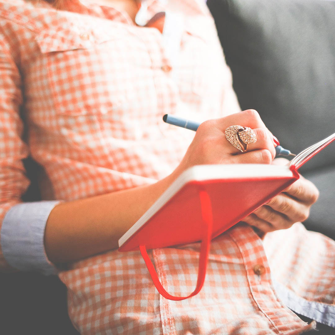Journals can be kept digitally or handwritten, depending on your preference! Image by free stock photos from picjumbo.com from Pixabay.