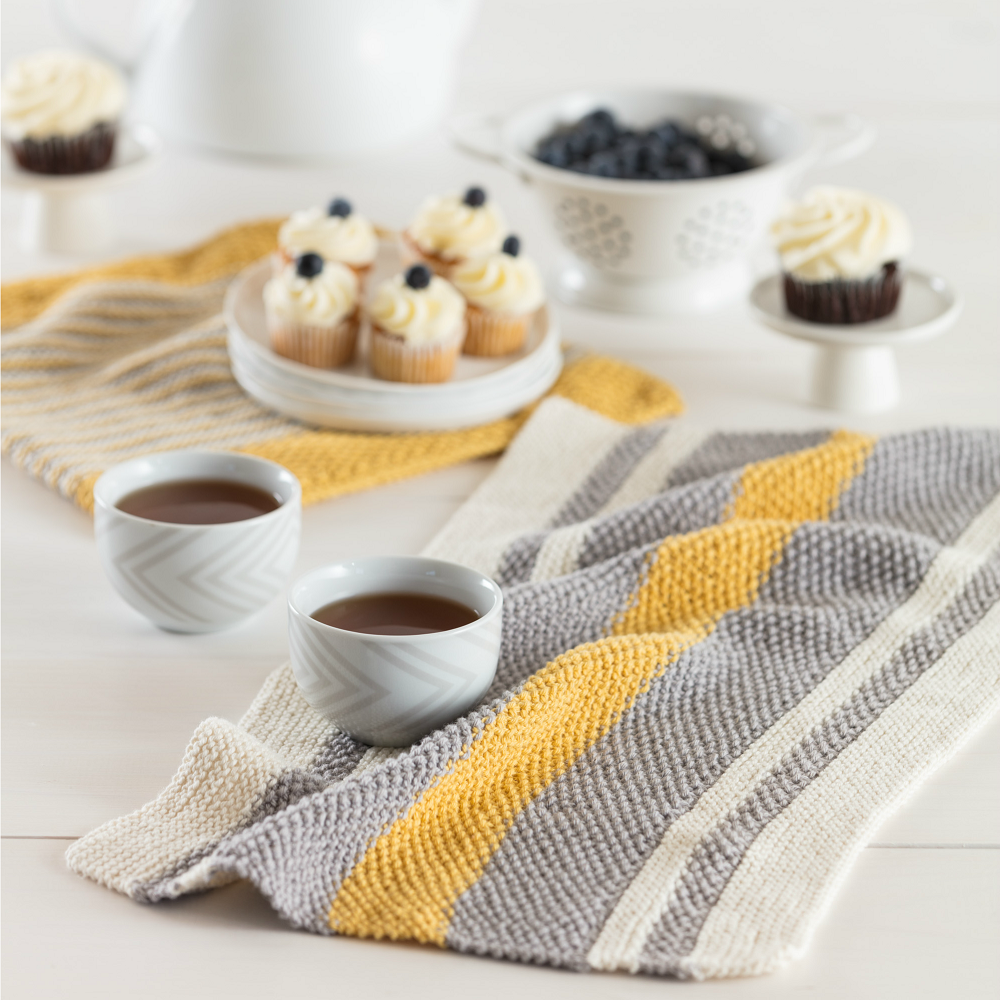 This dish towel knitting pattern will perfectly match your farmhouse kitchen decor.
