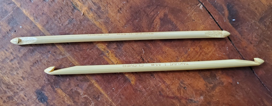 The double-ended Tunisian crochet hook has a shorter shaft than your traditional Tunisian crochet hook as well as equal sized hooks on either end of the shaft.