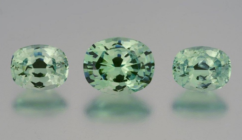 garnet gemstones: 11.40 cts of grossular garnet