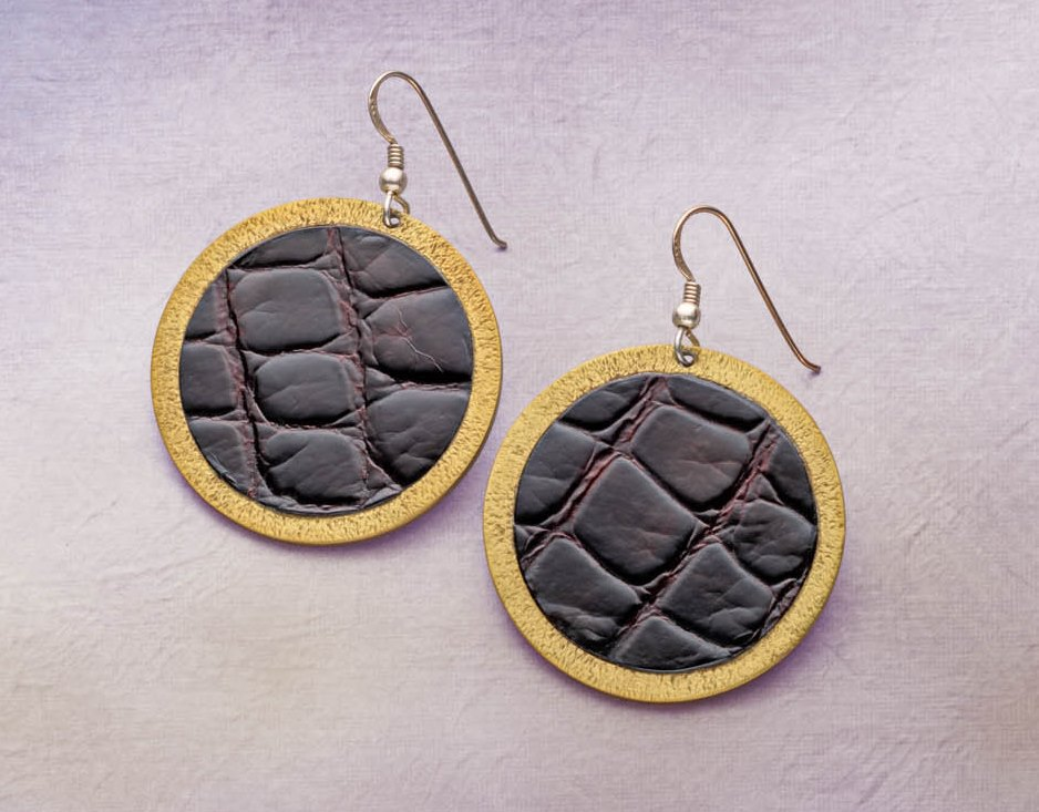 Adorn Your Inner Pirate project by Roger Halas appeared in Lapidary Journal Jewelry Artist September/October 2019; photo: Jim Lawson