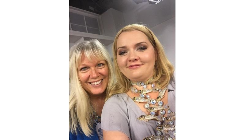 Kinga Nichols and Kristal on the jewelry making set
