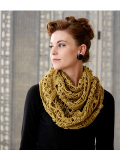 This crochet cowl is created with crochet Solomon's knot.