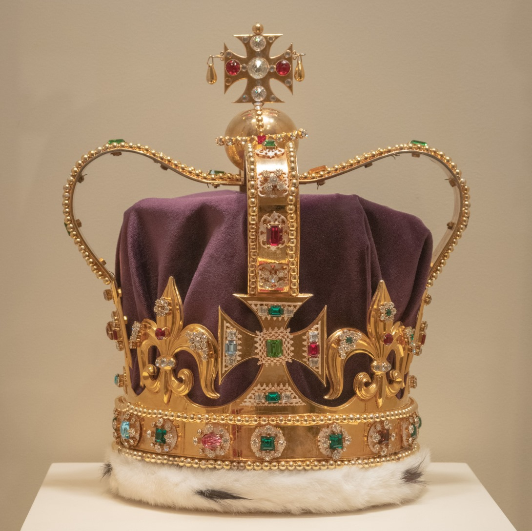 The replica St. Edwards Crown; photo: courtesy Winterthur