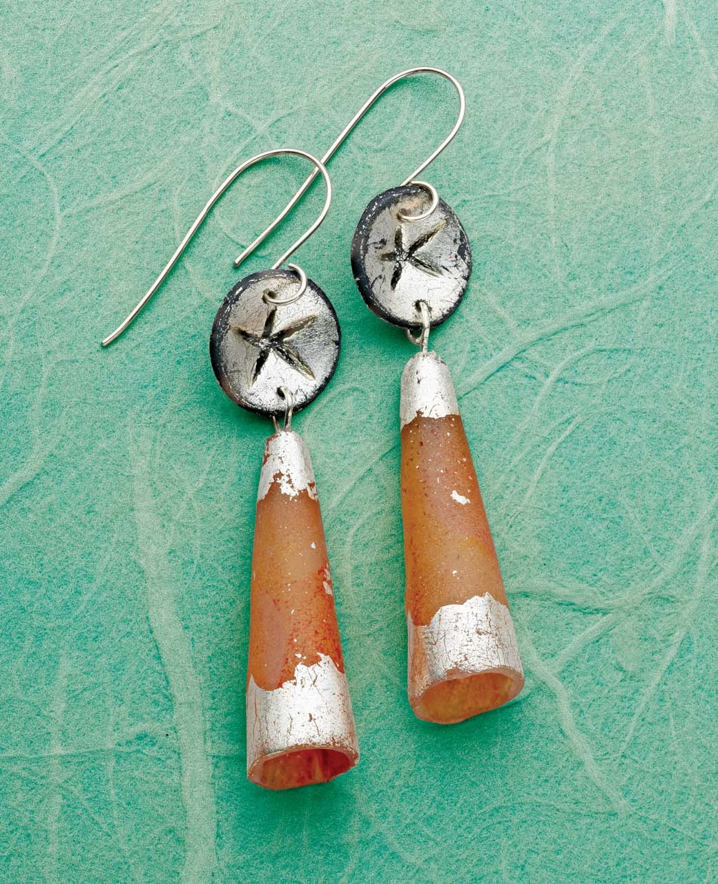 See the tutorial for the Starlight Lantern earrings by Sarah Wilbanks in the May/June issue of Lapidary Journal Jewelry Artist.