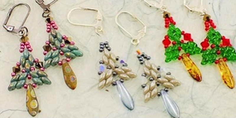 Bead this Free Christmas Tree Pattern with Shaped Beads
