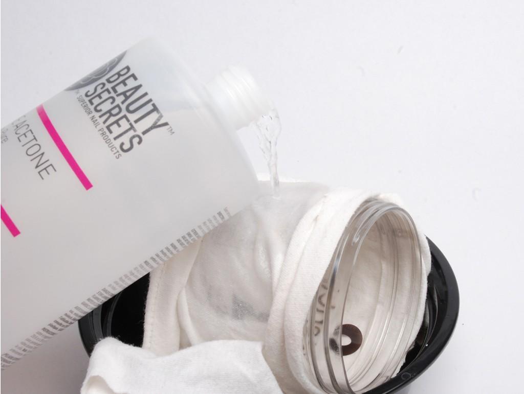 Adding acetone to the cotton cloth surrounding a Talenti jar