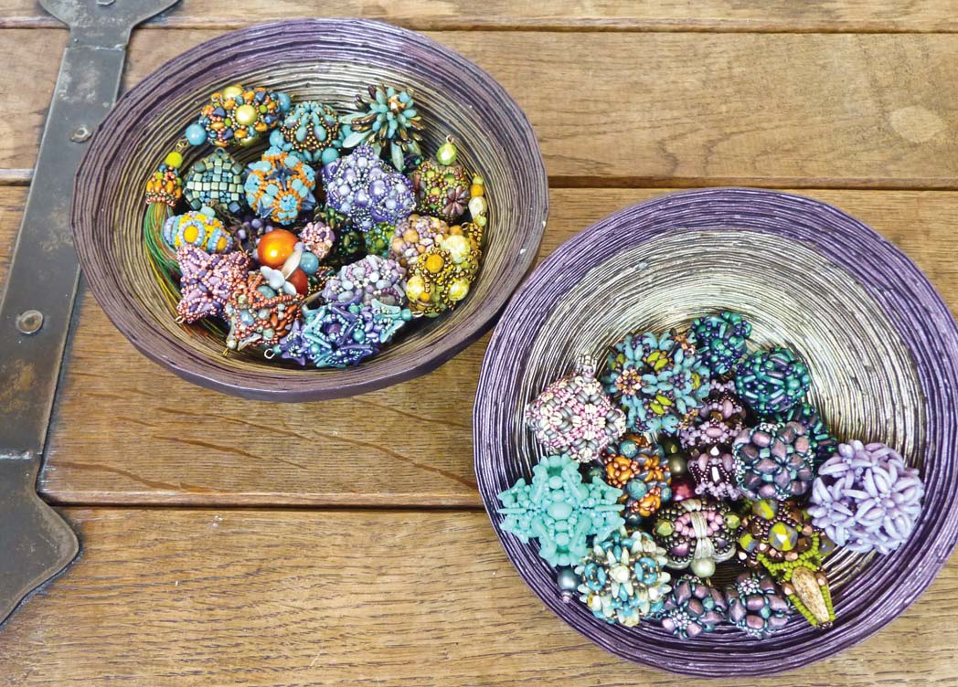 Beaded beads are the perfect way to experiment with color. PHOTO ÁKOS HEGYESI