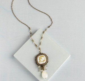 Learn how to make necklaces with this free beaded embroidery necklace design.