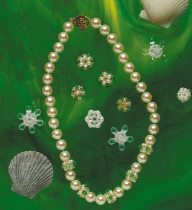 Check out this free cross-weaving beading tutorial that involves beaded beads.