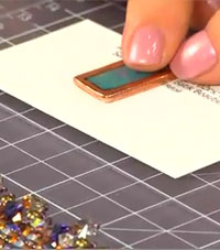 Learn how to make resin jewelry with bezels like a pro with this exclusive, FREE beading video.