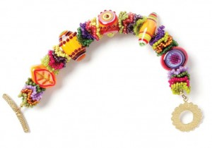 Learn how to make this fun bracelet pattern with glass beads in this FREE eBook.