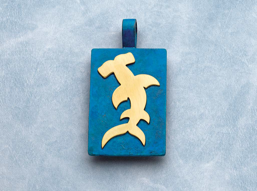 Roger Halas presented this Scary Swimmer pendant project in Lapidary Journal Jewelry Artist November/December 2018; photo: Jim Lawson