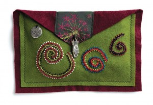 Make stunning bead embroidery pieces sure to get noticed with this free beaded pouch pattern.
