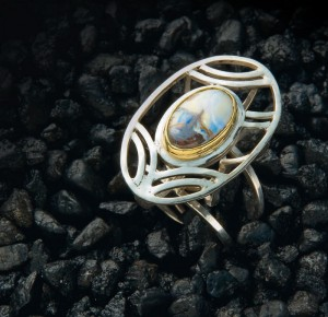 Learn how to make a ring in this FREE guide on vintage jewelry.