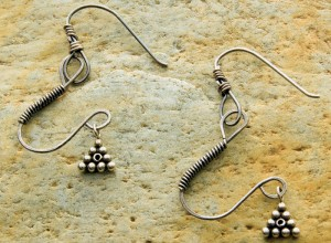 Learn how to make drop earrings with wire in this free wire jewelry patterns ebook