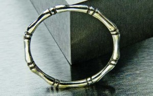 Learn how to make silver rings in this exclusive, FREE eBook on silversmithing techniques.