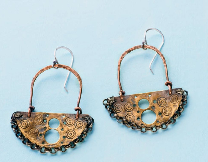 Learn how to metal stamp jewelry in this FREE guide.