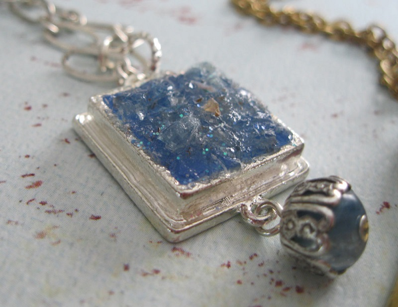 how to use broken gemstones and beads in jewelry bezels with resin to make faux drusy drusies
