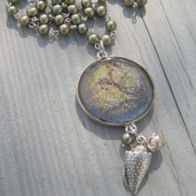 Free mixed-media jewelry making projects.