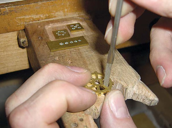 jewelry tool tips: sawing vertically by Michael David Sturlin
