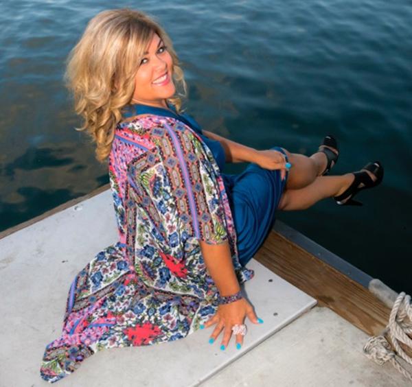 Julianna Avelar happy by the water