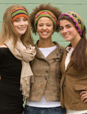 Learn how to knit a headband in this free ebook on knitted accessories.