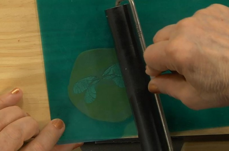 making molds with equal depth from objects with different thicknesses