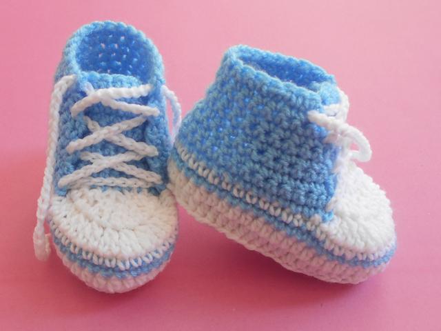 723a142a932 Baby Converse Crochet Booties
