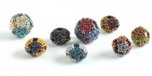 Create unique peyote-stitch glass beads in this free beading project.