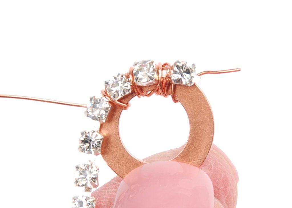 sparkle sprockets step 2. Free jewelry–making project using Swarovski crystals