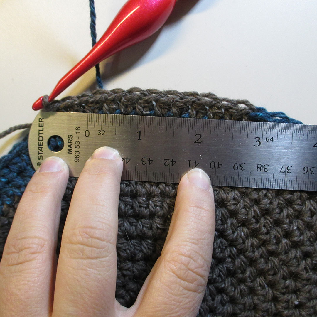 Stitch gauge: 7 sts = 2 inches