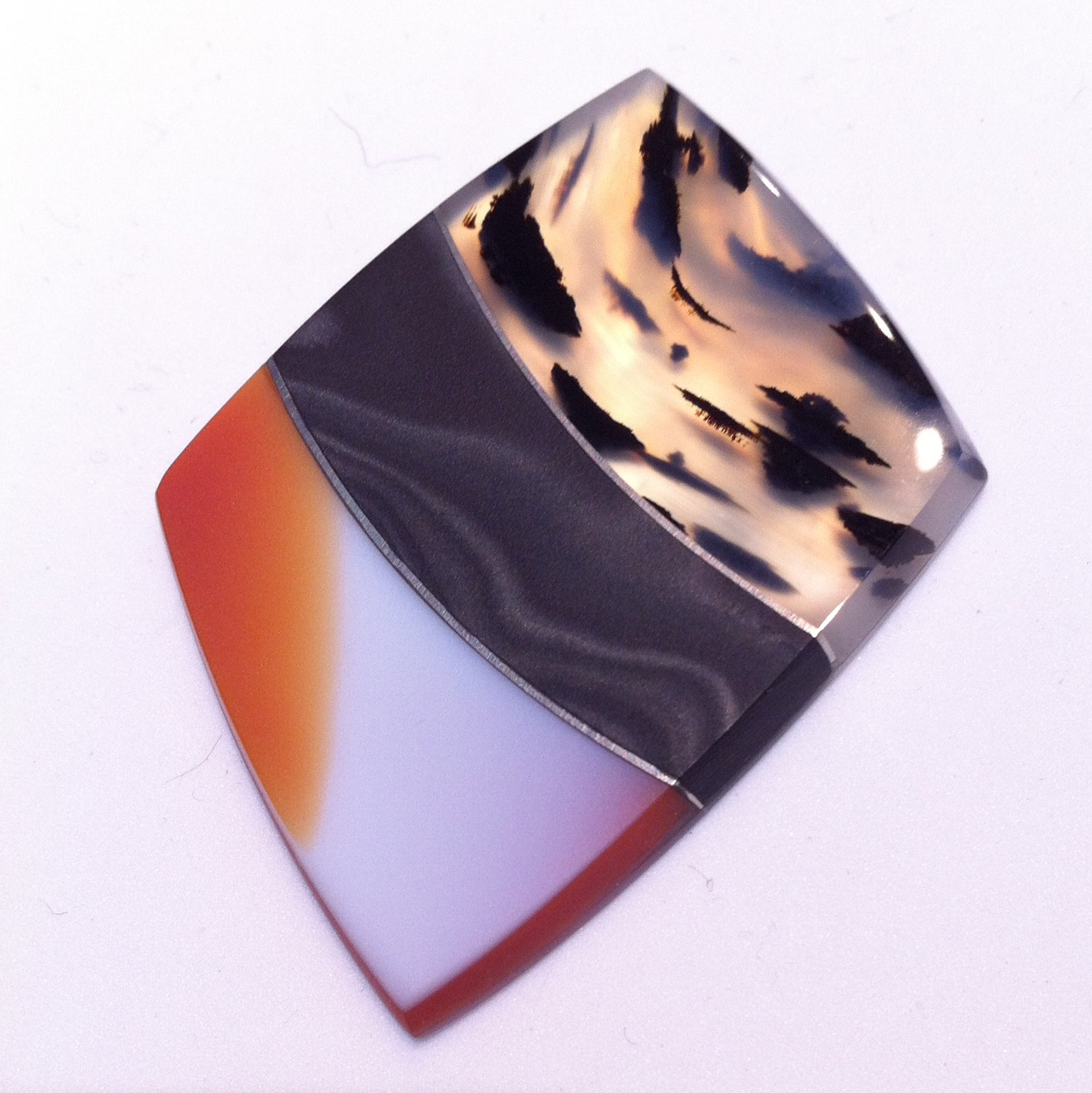 Steve Walters's composite agate cabochon, seen at Tucson, 2018; photo: M. White - composite gemstones