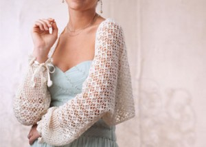 Learn how to crochet a wedding shawl in this FREE eBook on crochet wedding patterns.