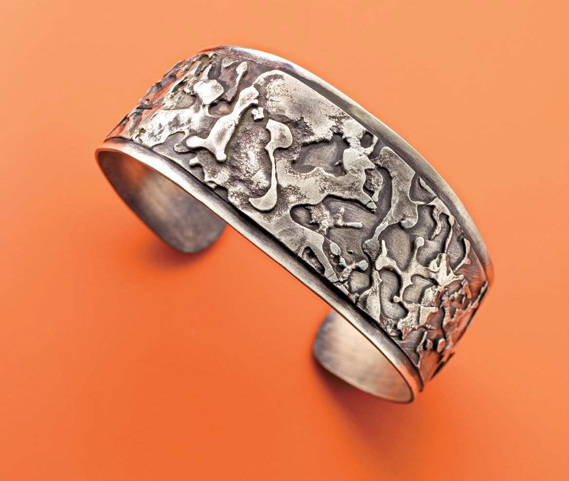 Splat Bracelet by Noël Yovovich, Lapidary Journal Jewelry Artist, April 2016; photo: Jim Lawson